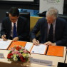 Jeffrey Cheah Foundation Founding Trustee Tan Sri Jeffrey Cheah (left) and University of Oxford Pro Vice-Chancellor Nick Rawlings sign the Statement of Intent